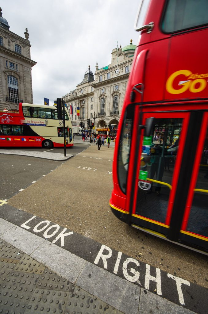 942_Look_Right_London_ENG